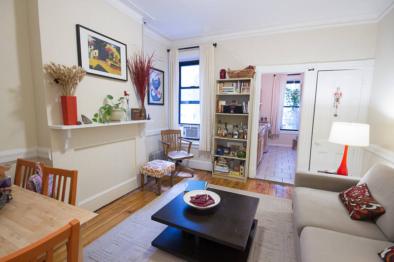 63 3rd 2L livingroom