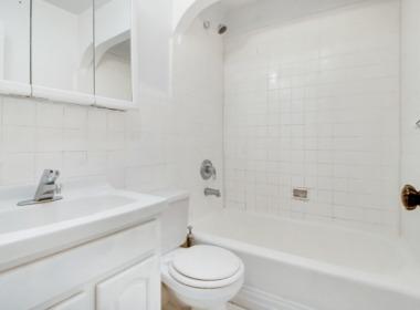 252 Lafayette bath