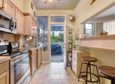 634 40th St kitchen